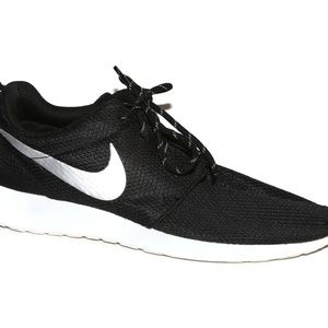 Nike Roshe One Women's Sz 9.5 Black White Running